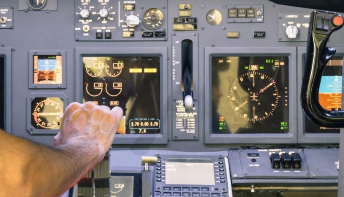 flight_cockpit_826_465_s_c1_center_center_0_0_1[1]